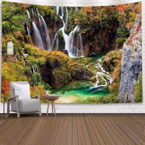 Tropische watervallen in de herfst